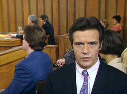 """Speaker/journaliste lénifiant, notre comédien se fait remarquer dans la mythique série """"judiciaire"""" Cas de Divorce."""