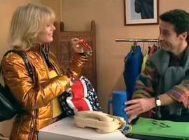 Trop bon, trop con, car en plus de donner son fric, Roger doit donner de sa personne en s'occupant de la boutique d'Annette.