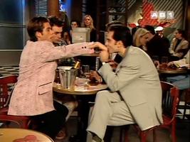 Anthony s'éclate à (mal) jouer la folle avec le patron homo de Rodrigue.