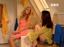 """Quelques scènes de salles de bain étiquetées """"Miracle de l'amour"""" pour notre plus grand plaisir."""