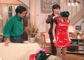 Les sitcomologues ont toujours suspecté les Girard d'organiser des soirées SM avec Annette (l'histoire nous a donné raison).