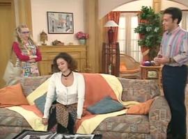 Si Roger est jaloux du patron de sa femme, heureusement que Annette veille de son coté à ce qu'il ne fasse pas de bêtises avec d'autres femmes qu'elle.