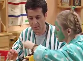 """Immédiatement, une grande complicité se dégage du """"couple"""" Roger et Annette. Seul hic, au début Annette ne sait pas comment préparer le petit-déjeuner..."""