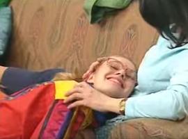 Fair-play, Annette accepte le futur bébé des Girard. En signe de paix, elle va jusqu'à inspecter elle-même l'utérus de Marie pour s'assurer que tout va bien.
