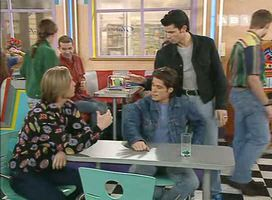 """""""Bon écoute Steeve, tu es un garçon bien gentil. Mais tu t'occupes de ton jus d'orange et tu m'oublies un peu""""."""