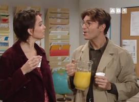 Exemple typique de l'homme providentiel qui offre du jus d'orange à sa bien aimée. Monsieur Maillet.
