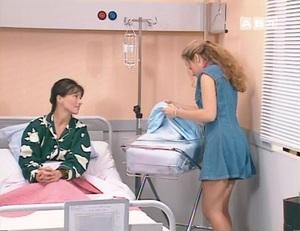 Justine, la grande soeur, notoirement connue par ailleurs pour sa jalousie maladive...