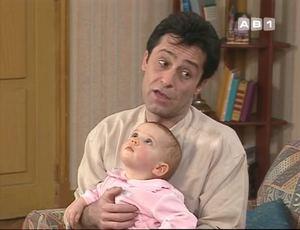 """Monsieur Girard dans ses pensées : """"Annette m'en a trop fait baver avec ce bébé et Madame Girard ne veut plus baiser. Que dois-je faire ?"""""""