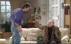Un clodo pote de Phil, qui lui est resté vivre dans la rue et jalouse quelque peu son ancien compagnon d'infortune.