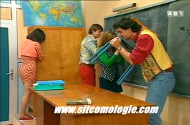 Les élèves aiment tellement leur collège qu'ils sont prêts à faire l'amour avec le matériel.