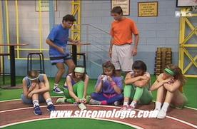 Le fameux tour de piste. Heureusement, les élèves passent plus leur temps à chialer qu'à réellement faire du sport.