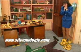 Mathilde s'exécute. Alors que Monsieur Rambier piaffe d'impatience et fait les cent pas, il glisse sur une peau de banane. Les fans de Mario Kart sur Super Nes apprécieront.