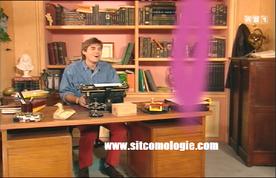 Alors que cet abruti tente d'utiliser la machine à écrire de Mr Rambier, une forme rose bizarre apparaît. Bah oui, Jérémy a mis un z au lieu du y à son prénom (histoire de chromosome si on suit bien...)