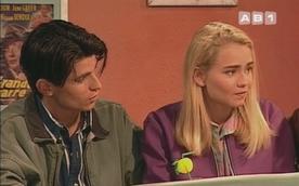 Claire Borotra serait une comédienne connue aujourd'hui. En tout cas, son guest n'a pas vraiment marqué la sitcom : elle y joue une pauvre figurante allemande harcelée par les garçons...