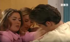 Quand elles n'arrivent pas à choper Luc et Anthony, c'est le malheureux Daniel qui est ciblé par les deux nymphos.