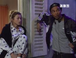 """Le choc des cultures : quand un rappeur """"beur"""" apparaît dans une sitcom AB."""