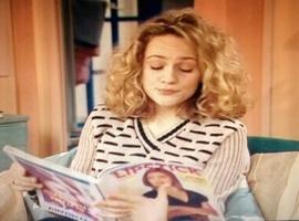 Clin d'oeil sympa quand Justine bouquine le journal d'Élisa dans les Années Fac !