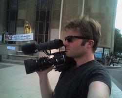 Désormais, Fabien est passé de l'autre côté de la caméra. Et c'est mieux comme ça.