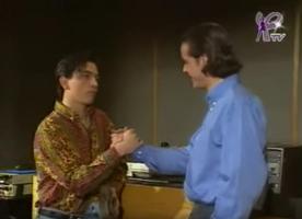 Pour aider son ami Nicolas empêtré dans des problèmes d'argent, Cri-cri accepte de signer un pacte avec le diable.