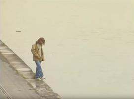 Après avoir joué les Kurt Cobain du pauvre en pétant sa guitare, Nicolas part sur les bords de la Seine... pour se suicider ?!