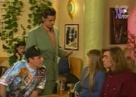 Thomas Fava n'arrive pas à convaincre Hélène, Nico et John Wanders de bosser avec lui.