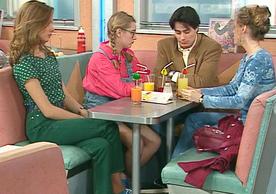 Parfois, Justine et ses amis parviennent à ramener Jean-François à la raison. Mais ça ne dure jamais bien longtemps.