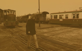 Le filtre a changé, la gare est encore plus pourrie. L'entrée dans les 90's n'a rien changé, Hélène a toujours autant le seum.
