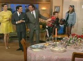La différence entre les classes sociales, un important ressort comique de la sitcom du Miel et les Abeilles.