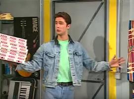 Heureusement, Olivier trouve un taf dans la pizza, et prend ainsi une réelle utilité sociale vis-à-vis de son cercle d'amis.