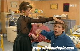 Des débuts fracassants dans la mythique sitcom du Collège des Cœurs Brisés.