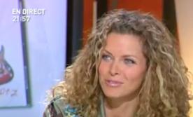 Manuela en pleine promo lalannesque pour son album chez Direct8, en 2006.