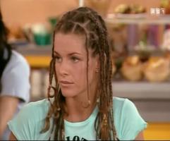 Quand Manuela devient mannequin, le fashion faux pas n'est jamais très loin.