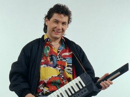 Air keytar hero.