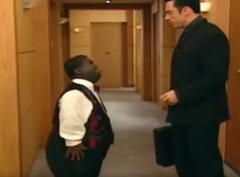 Giant se réincarne en Olaf, le serviteur de Bernie aka le méchant Gérard.