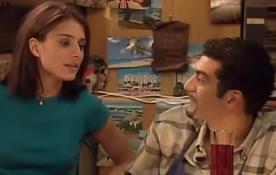 Diane Robert d'AB au côté de Sabri (Ramzy) dans la sitcom H, le choc des cultures.