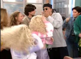 Les Benny B mettent une ambiance de folie dans Premiers Baisers. Final d'un épisode culte.