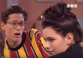 François tombe immédiatement amoureux d'Anastacia.