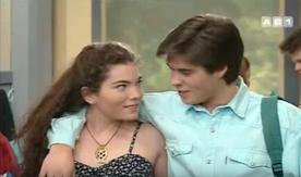 Coralie Revel aka... ben Coralie. Pas de textes à défendre, mais elle a l'immense honneur d'être la première copine d'Anthony dans la sitcom. Mais on se doute que Anthony sort avec elle pour rendre jalouse Virginie.