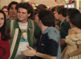 Wulc profite du dernier épisode pour parader avec son t-shirt des Cure.